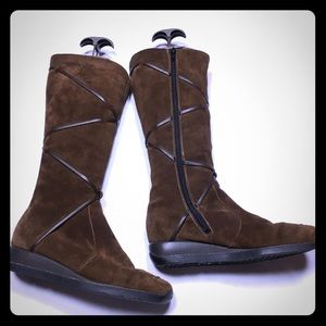 Rieker brown suede boots w/wool lining. Size 10